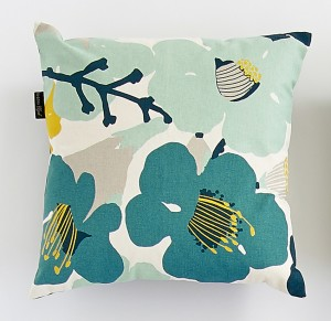 Coussin grandes fleurs bleues Mr and Mrs Clynk